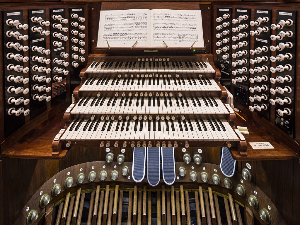 The-refurbished-organ-at--006 21-04-2016